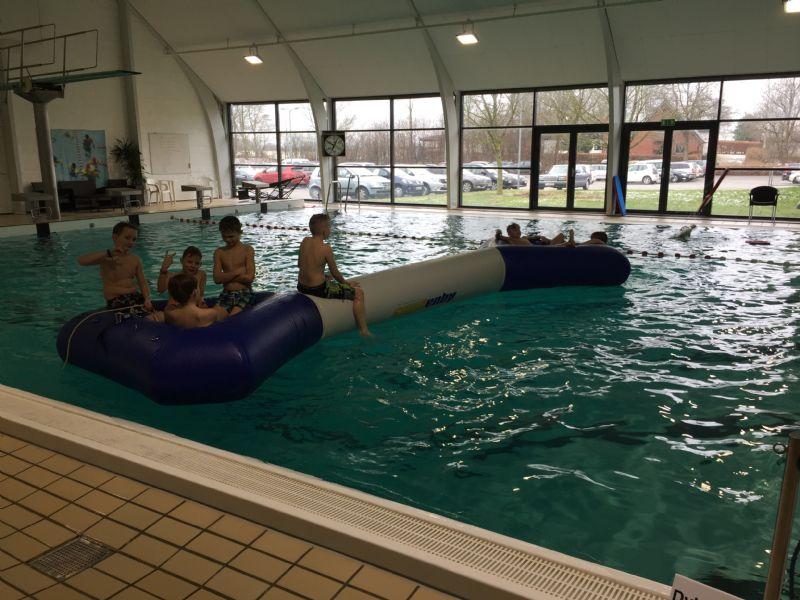 Aktivitet i svømmehallen